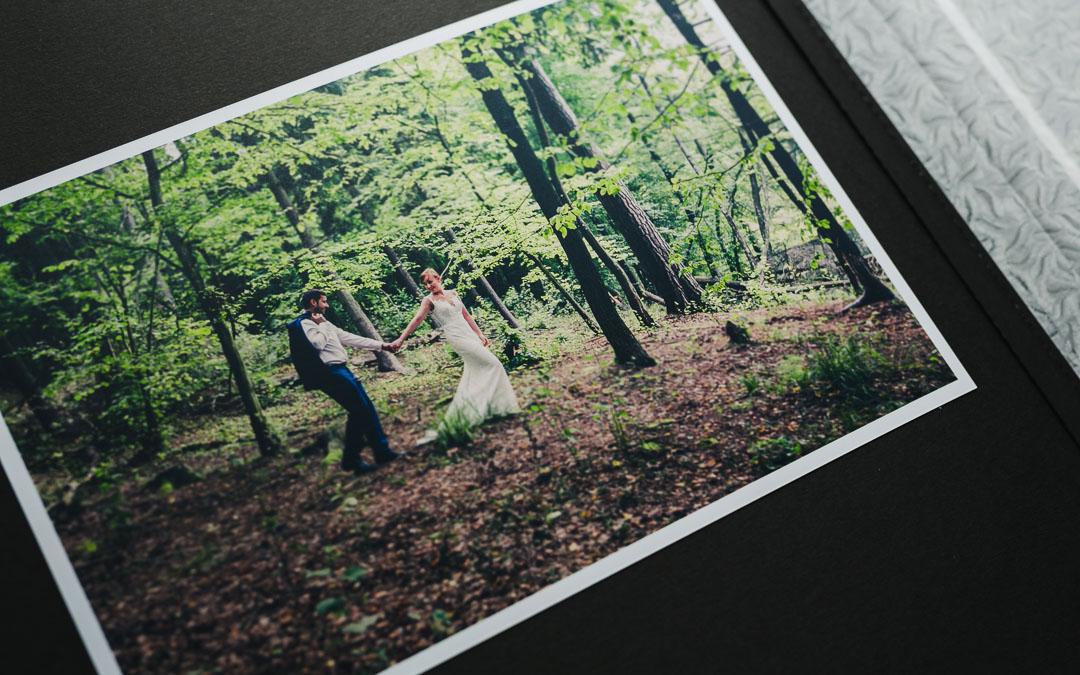 Zdjęcie ślubne w albumie fotograficznym