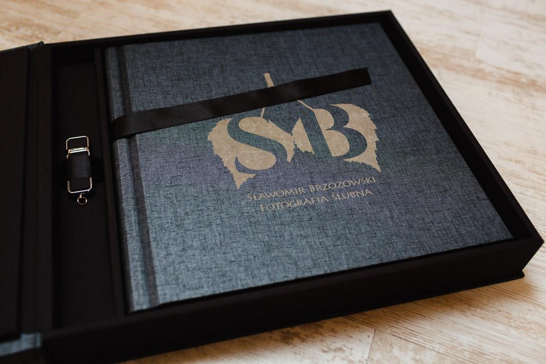 fotoksiążka classic 30x30 cm w pudełku z pendrive